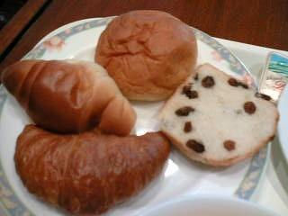 朝ごはんバイキングのパンたち